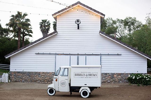 We're pretty much losing it over how cute @bubblesandbrewsca is 😍 They set up at @winterwhitebarn where @princessmindy1 took this amazing shot and we just love everything about it! 📷: @princessmindy1 #mobilebar #vintagemobilebar #mobilebartending #venueinspiration #californiaweddings #cali #eventinspo #partyplanning #cheers #prosecco #prosecconontap #weddinginspiration #reception