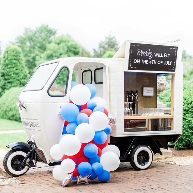 Happy 4th of July, everyone! Now let's party like it's 1776 💙🥂❤️ #july4th #mobilebar #mobilebartending #vintagemobilebar #vintage #ontap #july4th #july4thwedding #bubblesandbrews #partyinspo #proseccoontap #prosecco #cheers #weddinginspiration #paryplanner