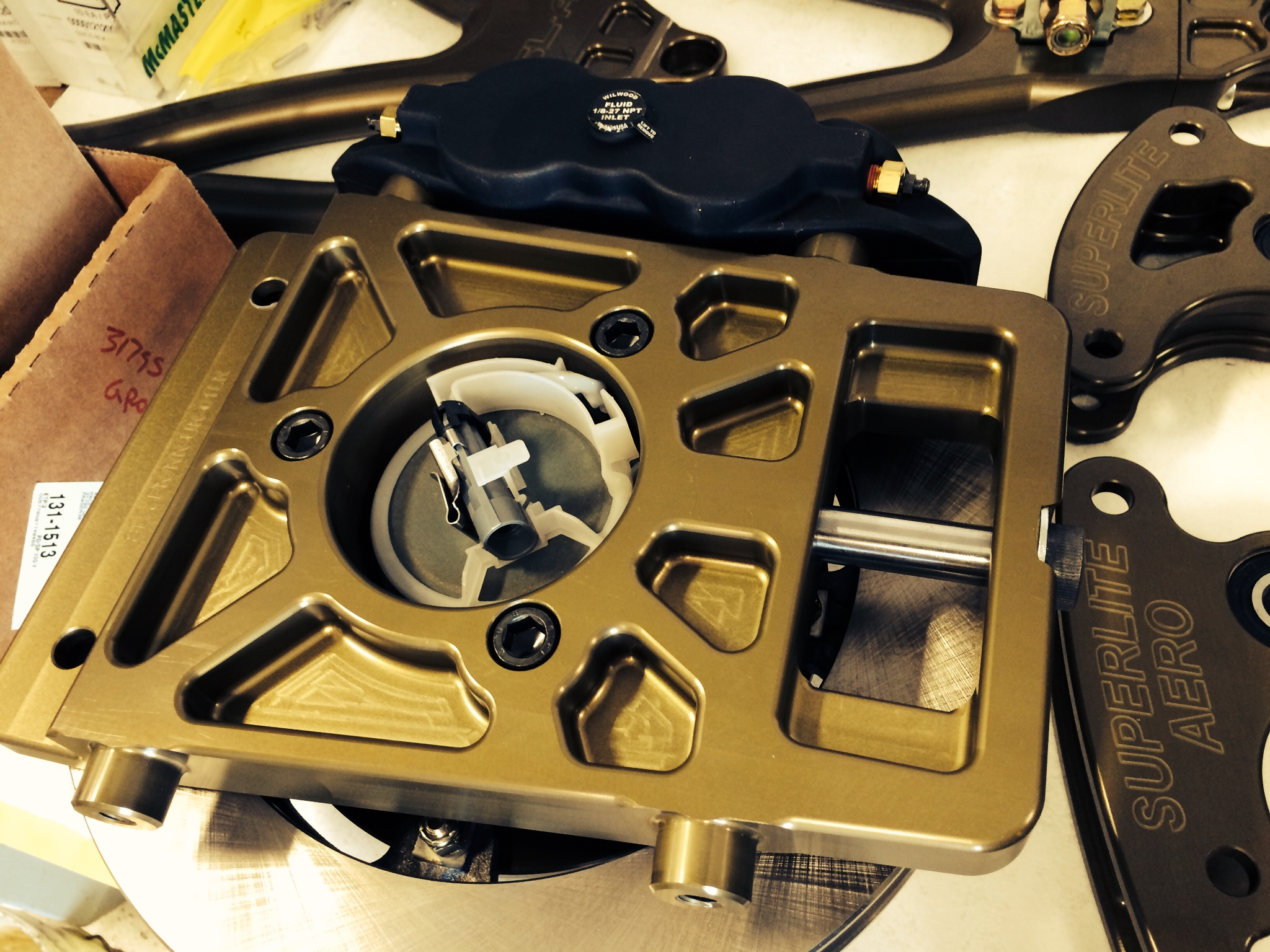 All 4 corners of the Superlite Aero share the same upright, made of billet aluminum