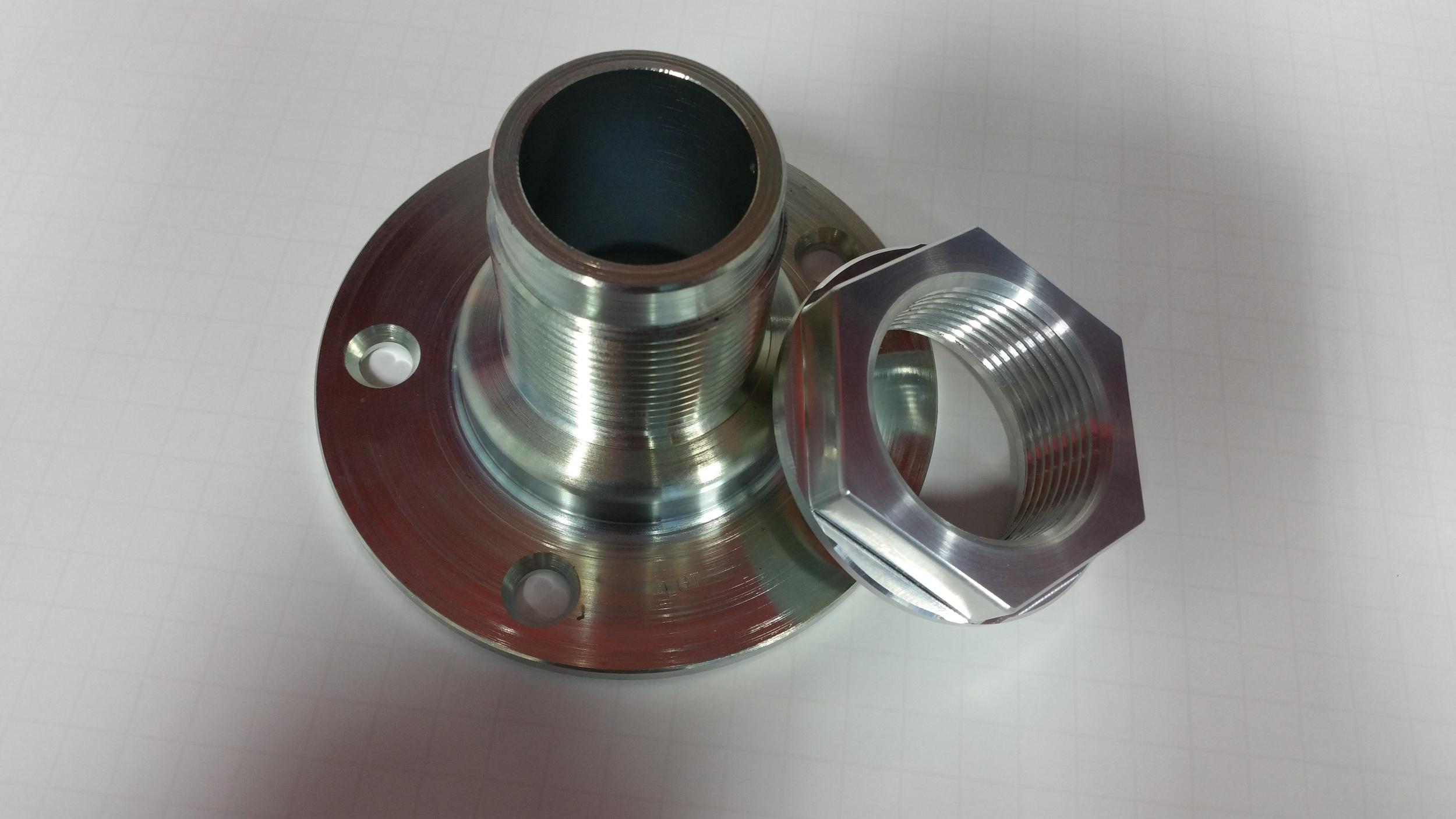 Adapter and nut custom machined for the Superlite SL-C centerlock wheel option