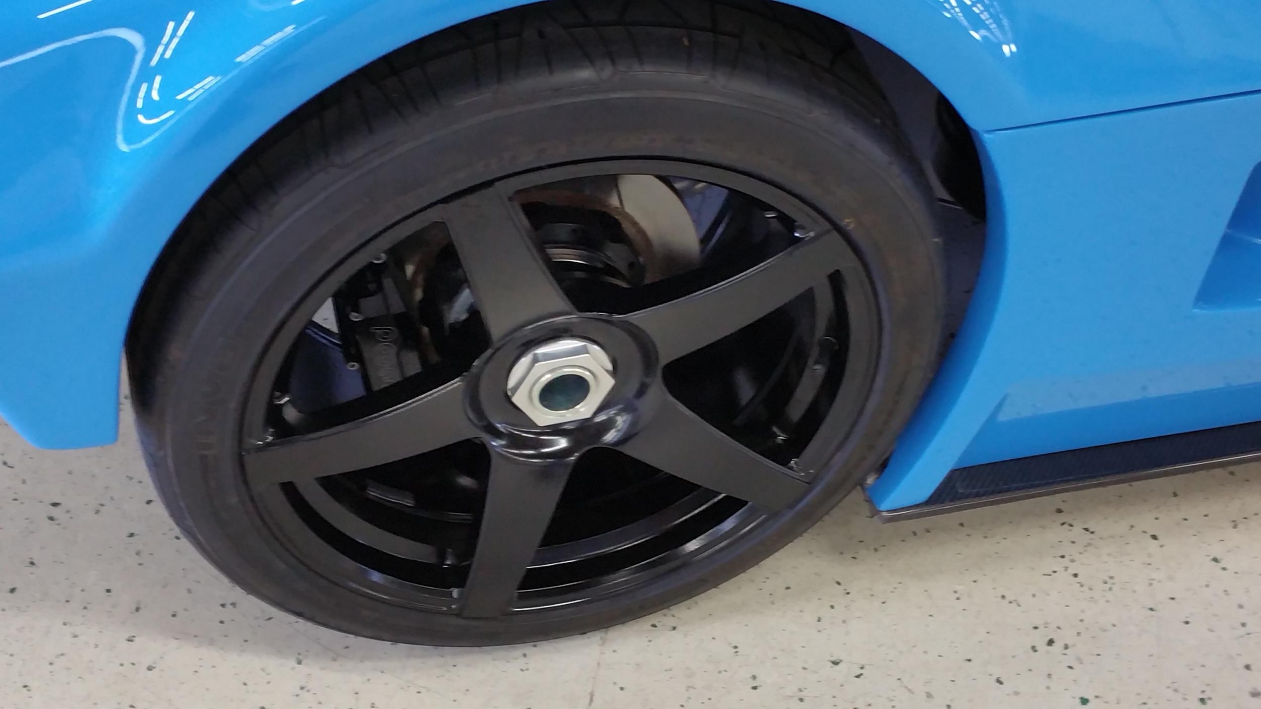 Centerlock wheel on a Superlite SLC.