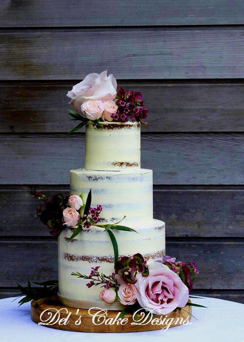 Platinum packages includes free naked wedding cake, photo book and canvas.
