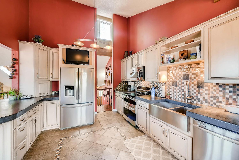 1024 55 St Boulder CO 80303-large-012-26-2nd Floor Kitchen-1499x1000-72dpi.jpg