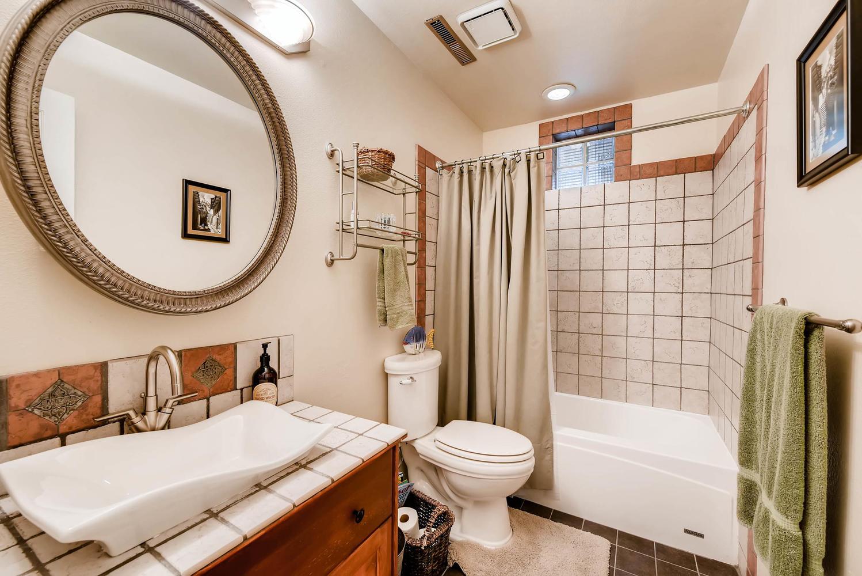 1024 55 St Boulder CO 80303-large-023-17-Lower Level Bathroom-1499x1000-72dpi.jpg