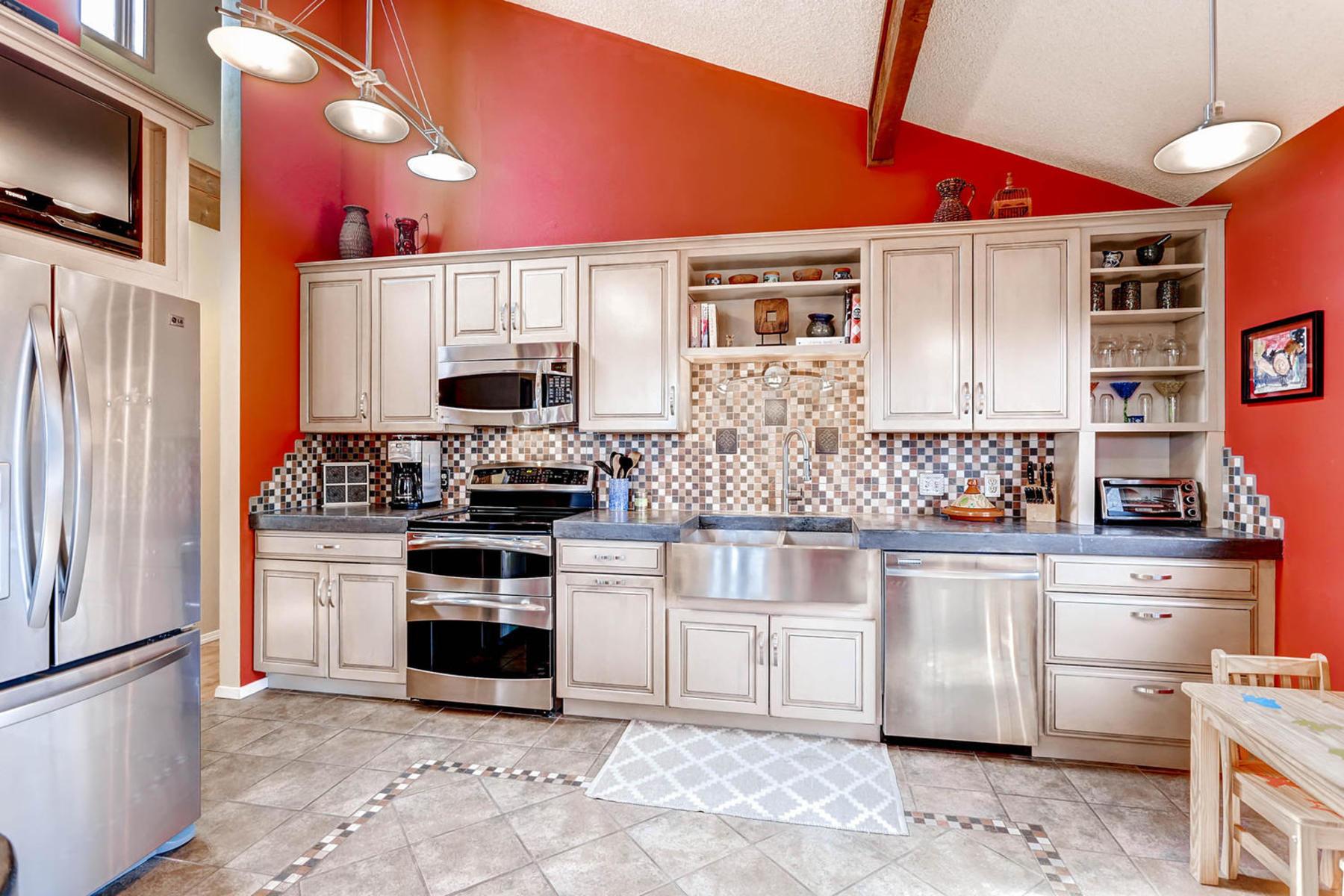 1024 55th Street Boulder CO-MLS_Size-012-21-Kitchen-1800x1200-72dpi.jpg