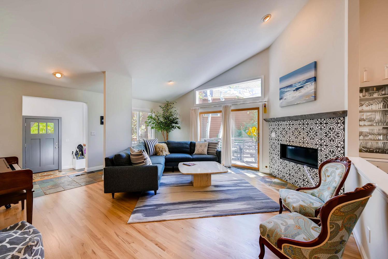 3845 Birchwood Dr Boulder CO-large-006-20-Living Room-1499x1000-72dpi.jpg