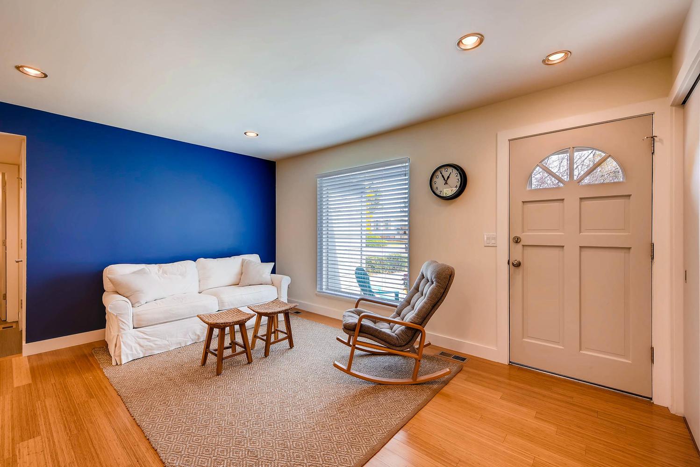 1529 Washington Ave Louisville-large-004-5-Living Room-1499x1000-72dpi.jpg
