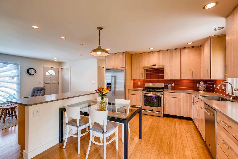 1529 Washington Ave Louisville-large-007-25-Kitchen-1499x1000-72dpi.jpg