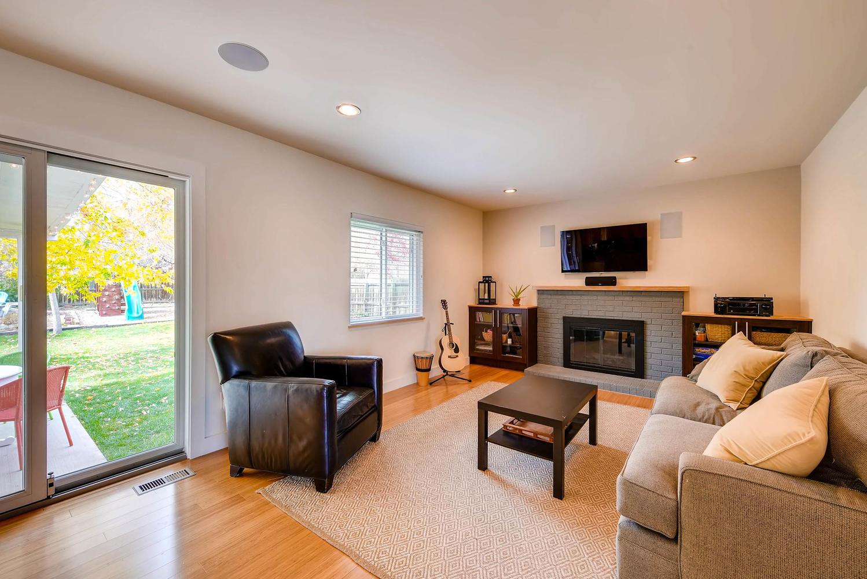 1529 Washington Ave Louisville-large-010-15-Family Room-1499x1000-72dpi.jpg
