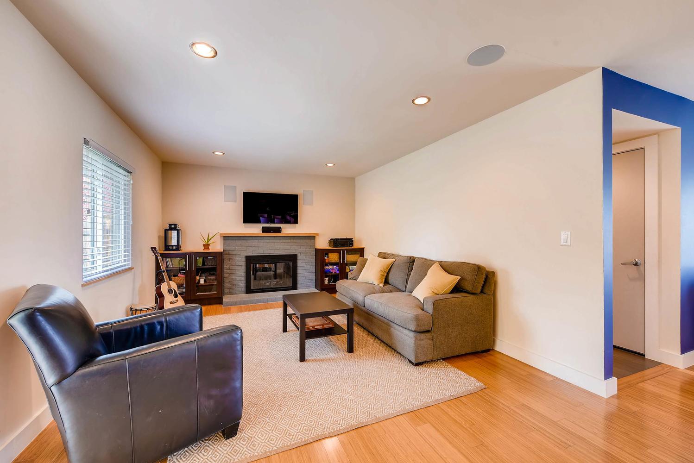1529 Washington Ave Louisville-large-011-7-Family Room-1499x1000-72dpi.jpg