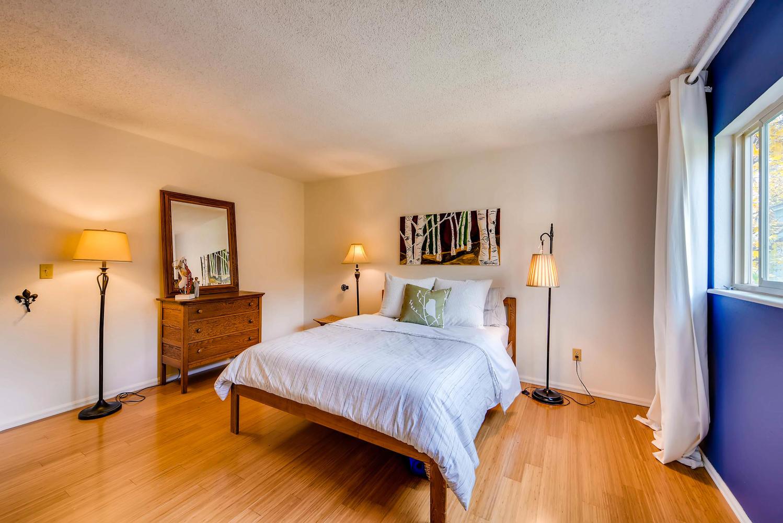 1529 Washington Ave Louisville-large-013-13-Master Bedroom-1499x1000-72dpi.jpg