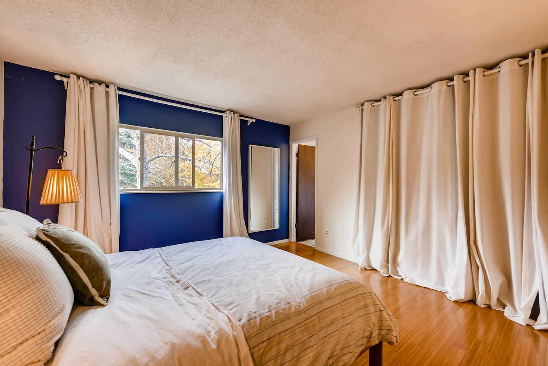 1529 Washington Ave Louisville-large-014-11-Master Bedroom-1499x1000-72dpi.jpg
