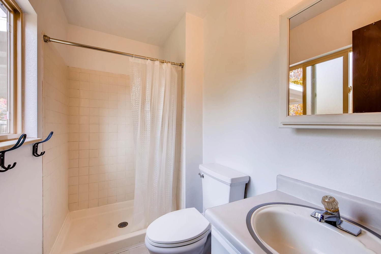 1529 Washington Ave Louisville-large-015-26-Master Bathroom-1499x1000-72dpi.jpg