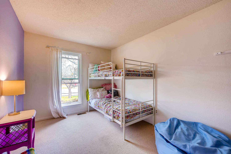 1529 Washington Ave Louisville-large-016-14-Bedroom-1499x1000-72dpi.jpg