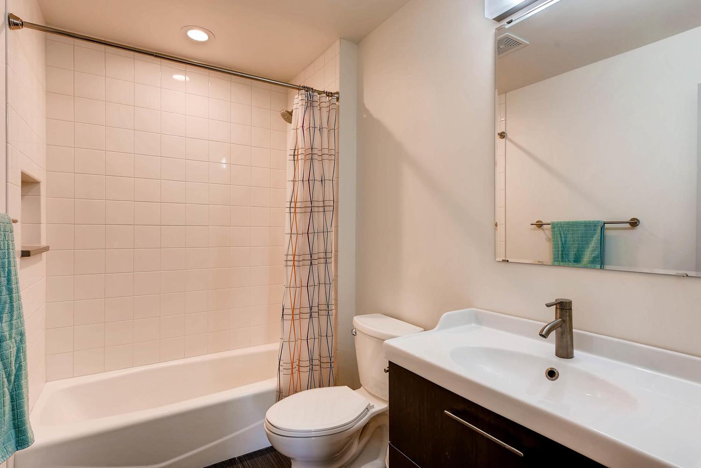 1529 Washington Ave Louisville-large-019-18-Bathroom-1499x1000-72dpi.jpg