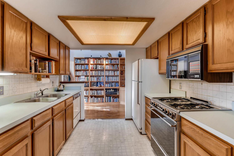 3760 Lakebriar DR Boulder CO-large-008-12-Kitchen-1500x1000-72dpi.jpg