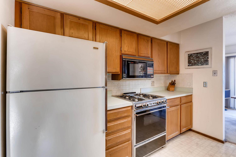 3760 Lakebriar DR Boulder CO-large-009-27-Kitchen-1500x1000-72dpi.jpg