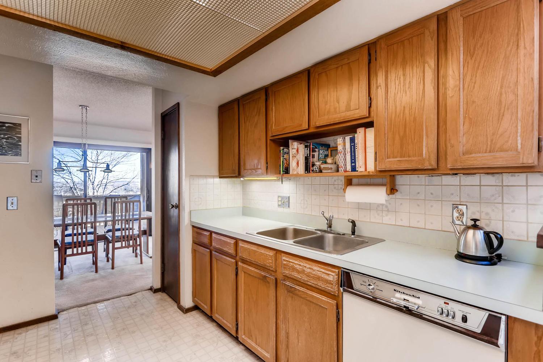 3760 Lakebriar DR Boulder CO-large-010-23-Kitchen-1500x1000-72dpi.jpg