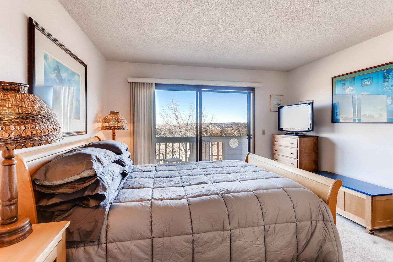 3760 Lakebriar DR Boulder CO-large-011-3-2nd Floor Master Bedroom-1500x1000-72dpi.jpg