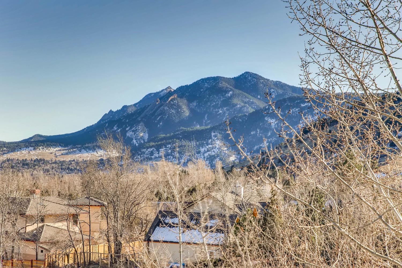 3760 Lakebriar DR Boulder CO-large-028-24-Views-1500x1000-72dpi.jpg