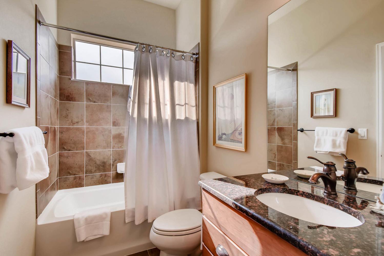 4785 Silver Mountain Loop-large-020-11-Bathroom-1499x1000-72dpi.jpg