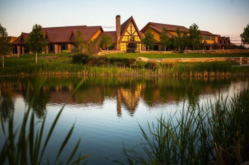 aspen-lodge-at-sunset-in-anthem-ranch-broomfield-colorado.jpg