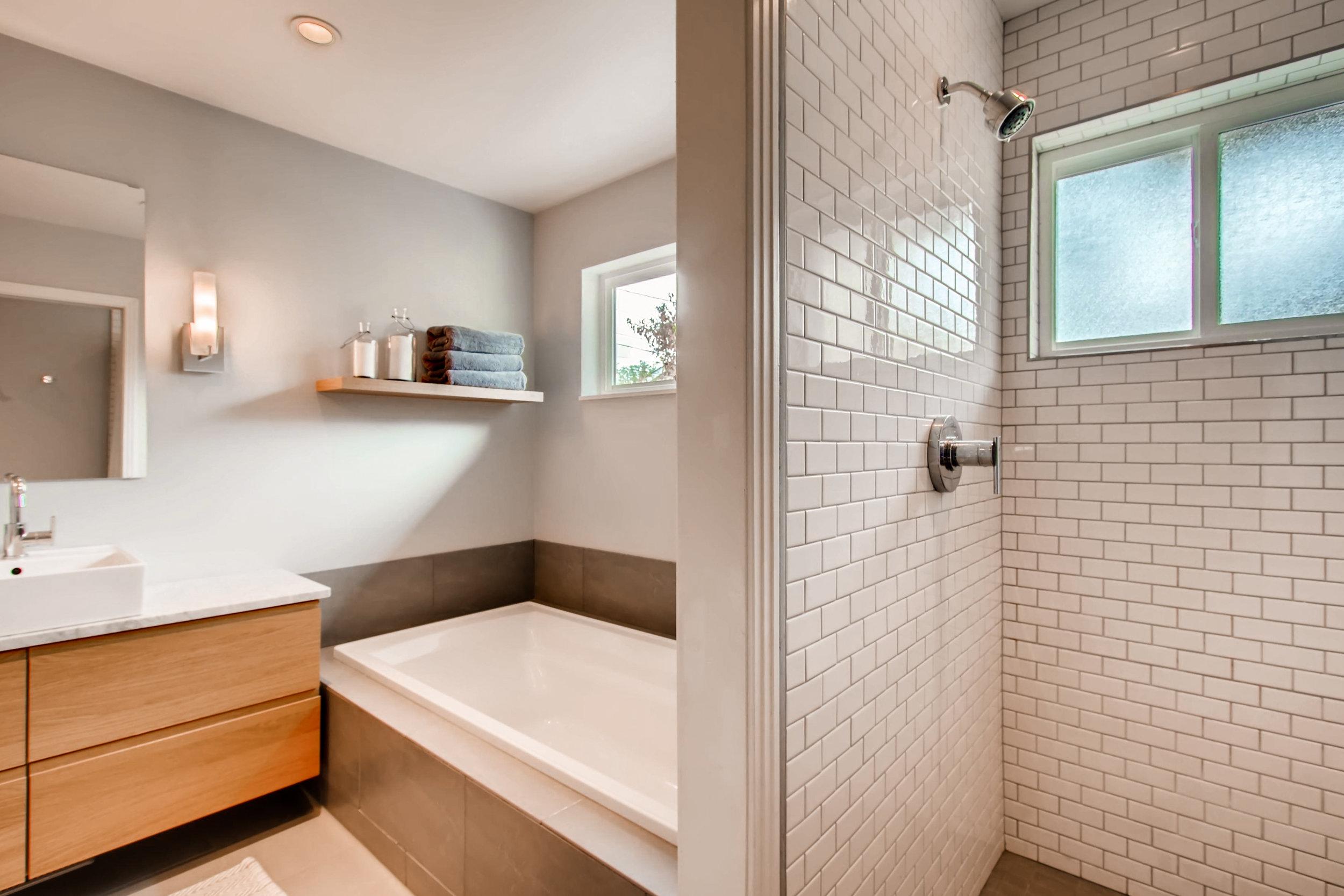 265 30th St Boulder CO 80305-print-016-8-Master Bathroom-3600x2400-300dpi.jpg