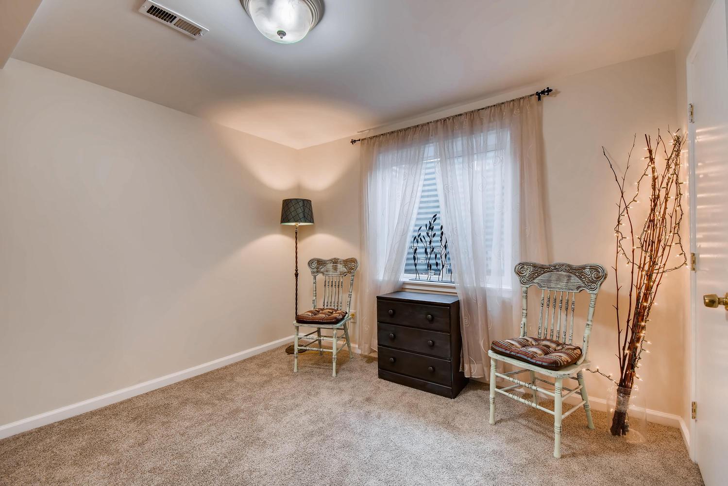 472 Owl Dr Louisville CO 80027-large-019-16-Lower Level Bedroom-1499x1000-72dpi.jpg