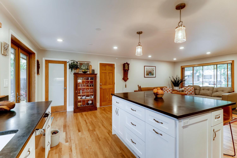 130 34th St Boulder CO 80305-large-011-024-Kitchen-1500x1000-72dpi.jpg