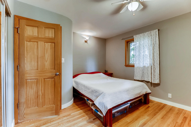 130 34th St Boulder CO 80305-large-016-009-Master Bedroom-1500x1000-72dpi.jpg