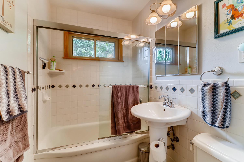 130 34th St Boulder CO 80305-large-017-021-Master Bathroom-1500x1000-72dpi.jpg