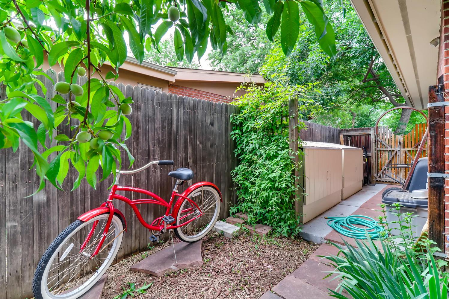 130 34th St Boulder CO 80305-large-028-019-Back Yard-1500x1000-72dpi.jpg
