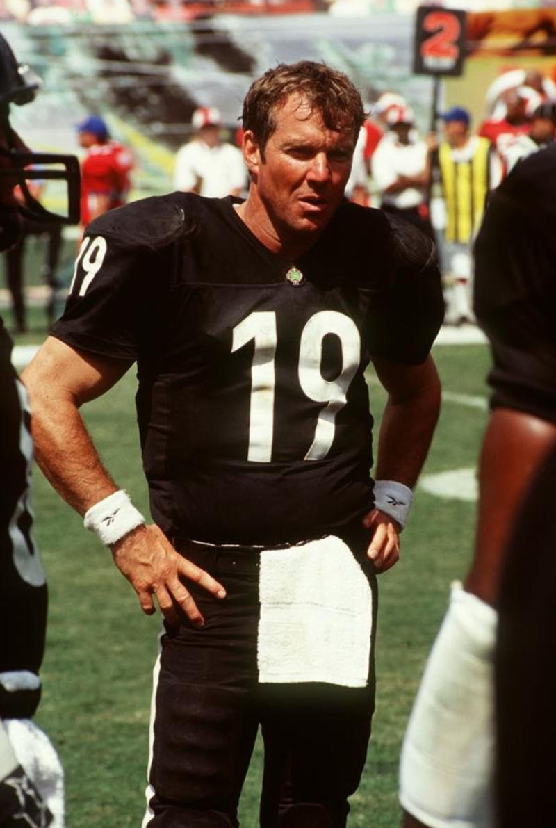 10-cap-rooney-dennis-quaid-any-given-sunday_pg_600_nzkgf5.jpg