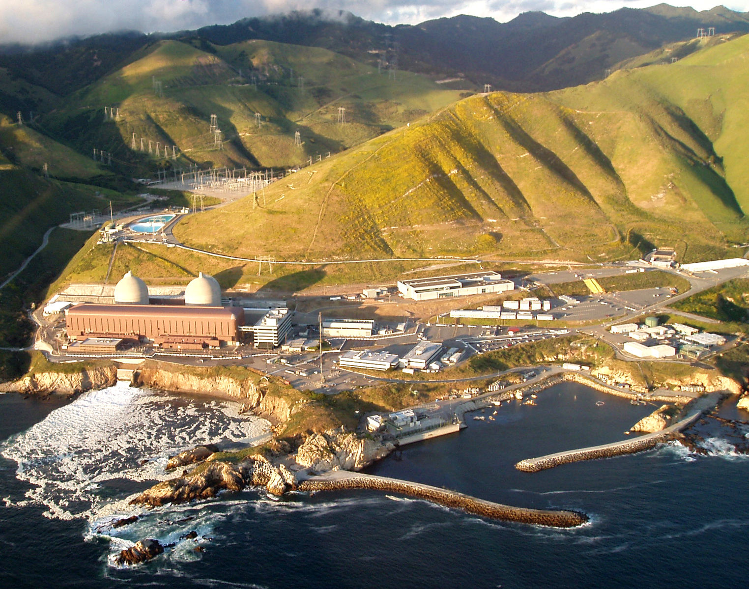 Diablo_canyon_nuclear_power_plant.jpg