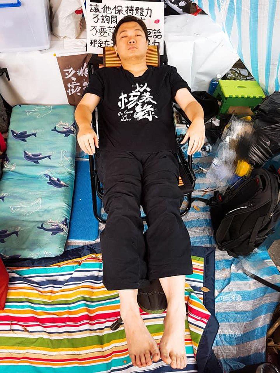黃士修,一位31歲的民主運動人士,以絕食運動抗議政府違反選罷法。(廖彥朋提供)