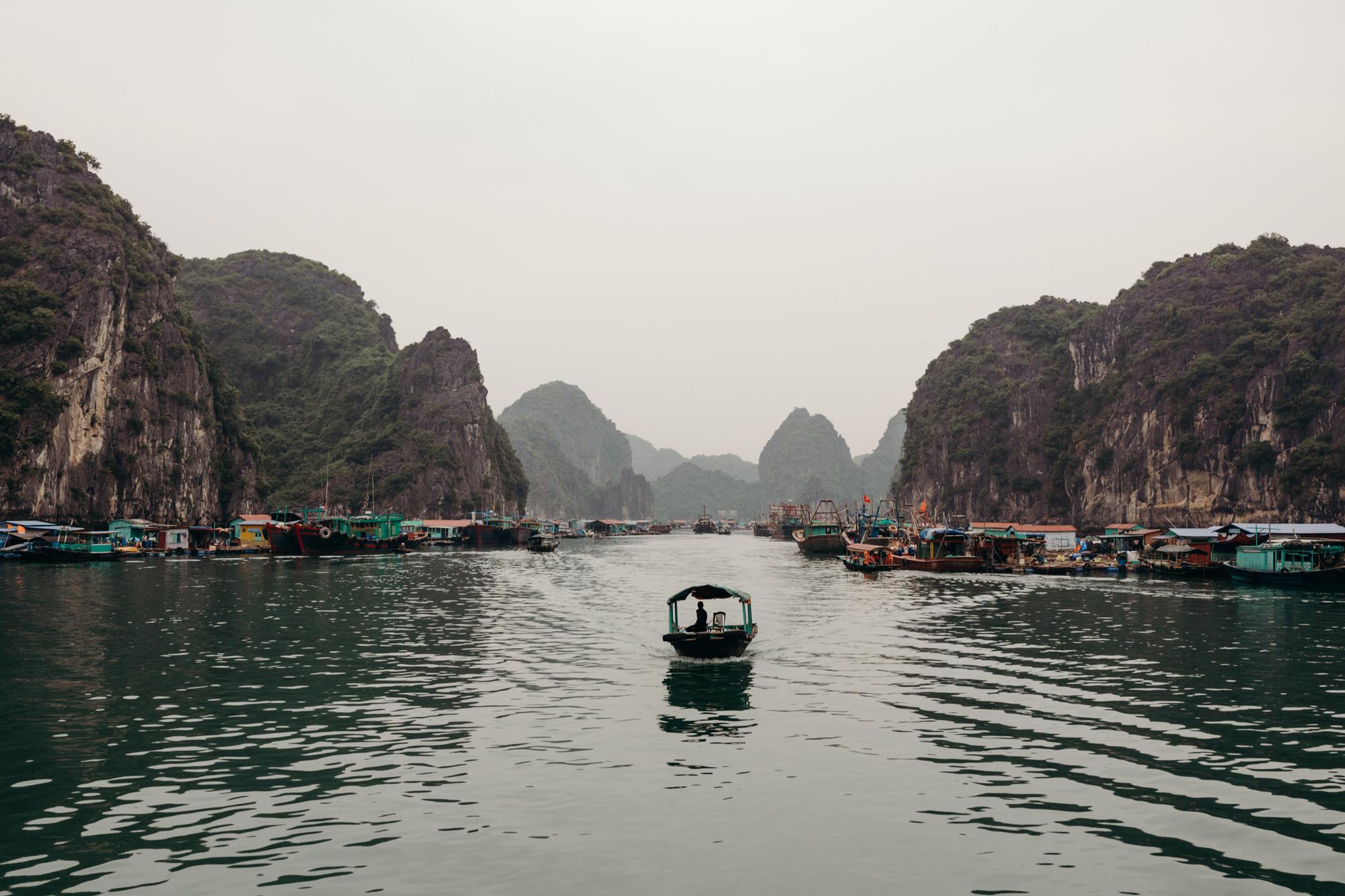 halongbayboatfishingvillage.jpg