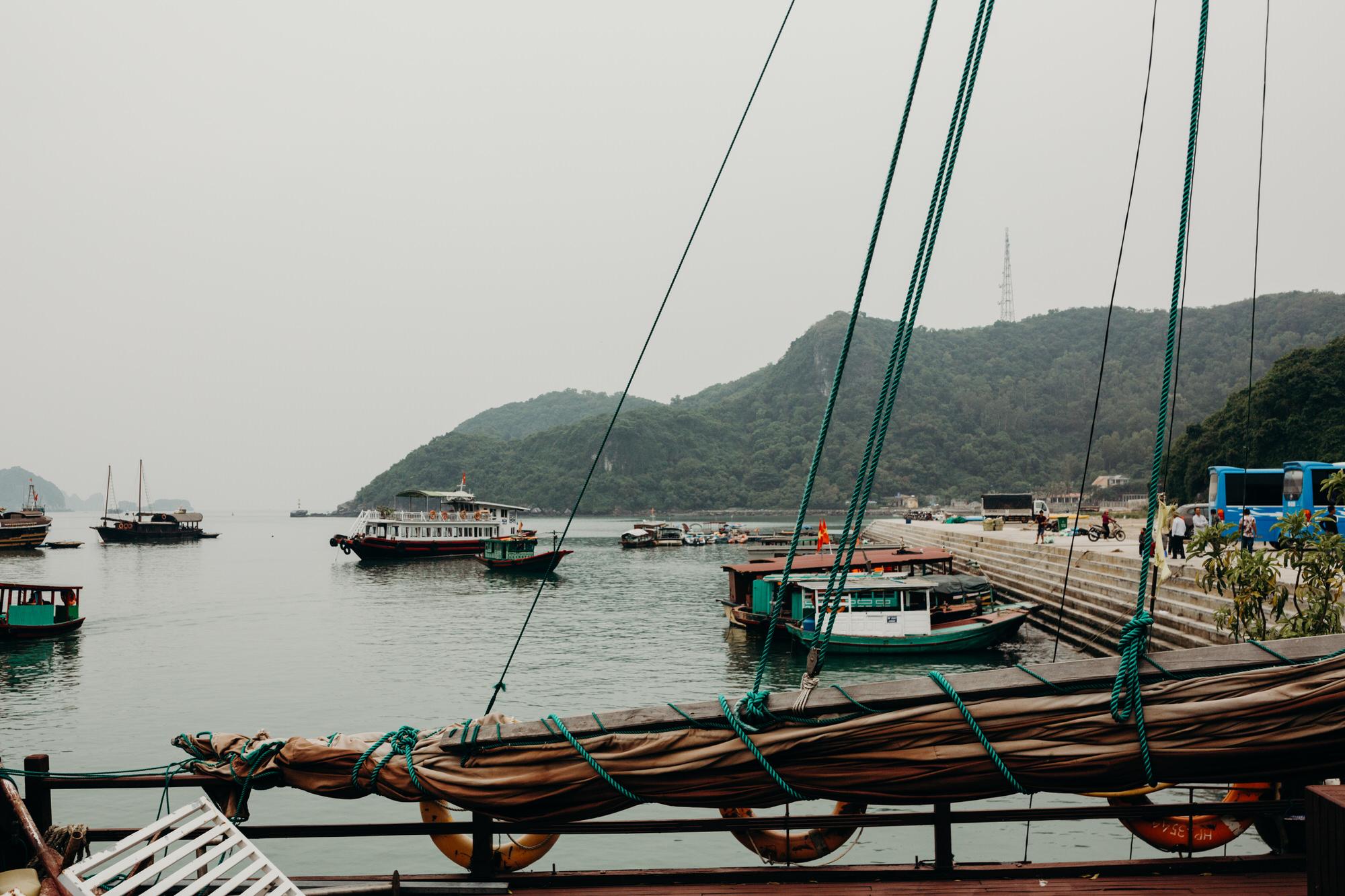 halongbayfishingvillagenovember.jpg