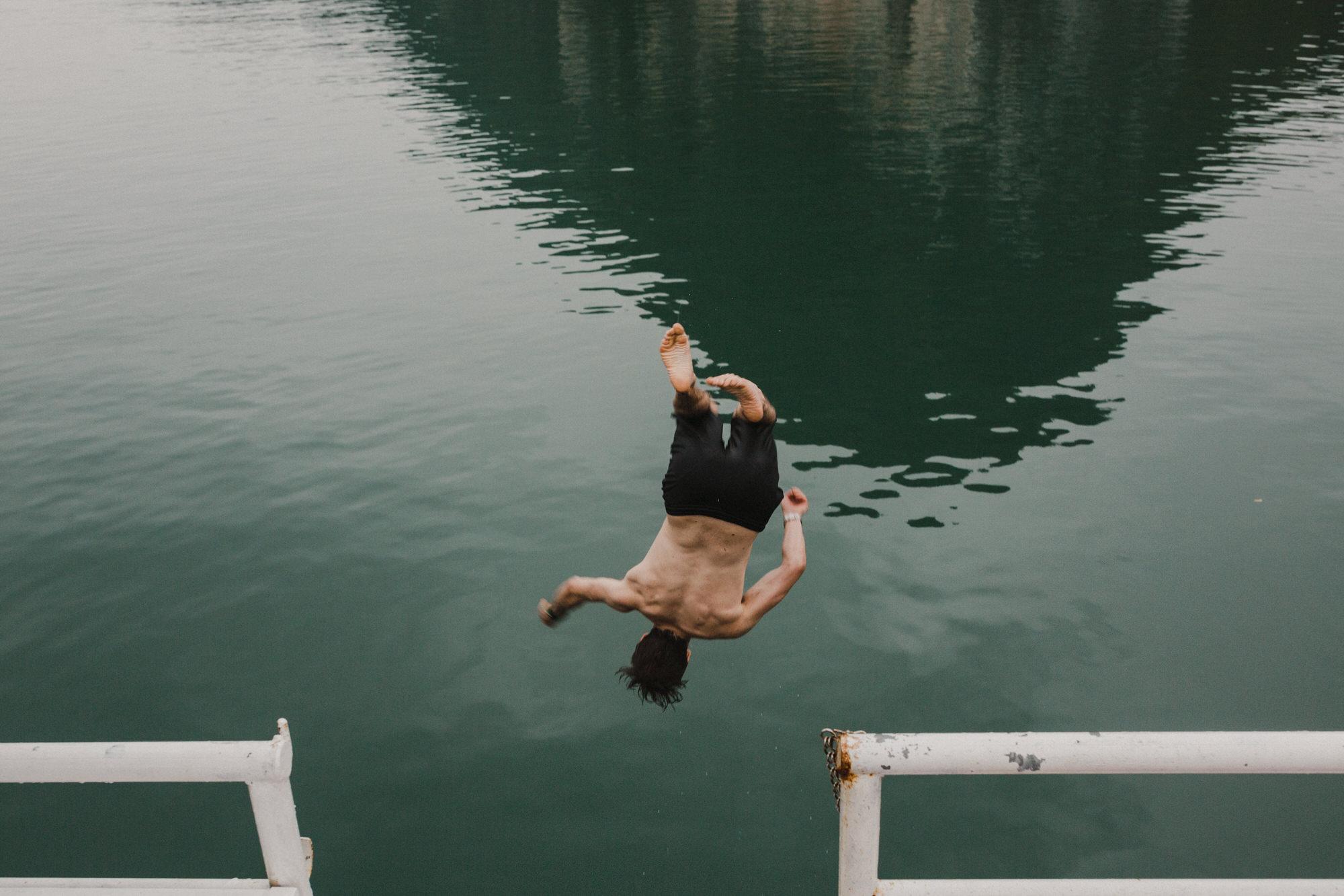 swimmingincatba.jpg