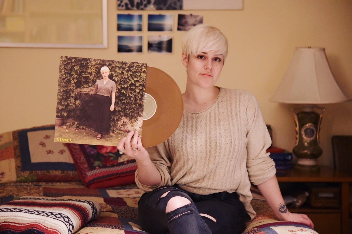 VISSIA-place-holder-gold-vinyl.jpg