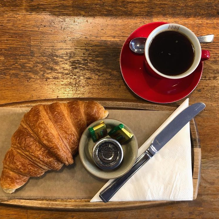 The-Press-Room-coffee-shop-south-west-London-coffee-croissant.jpg