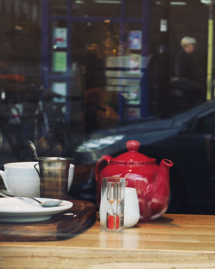 The-Press-Room-coffee-shop-south-west-London-red-teapot-window.jpg