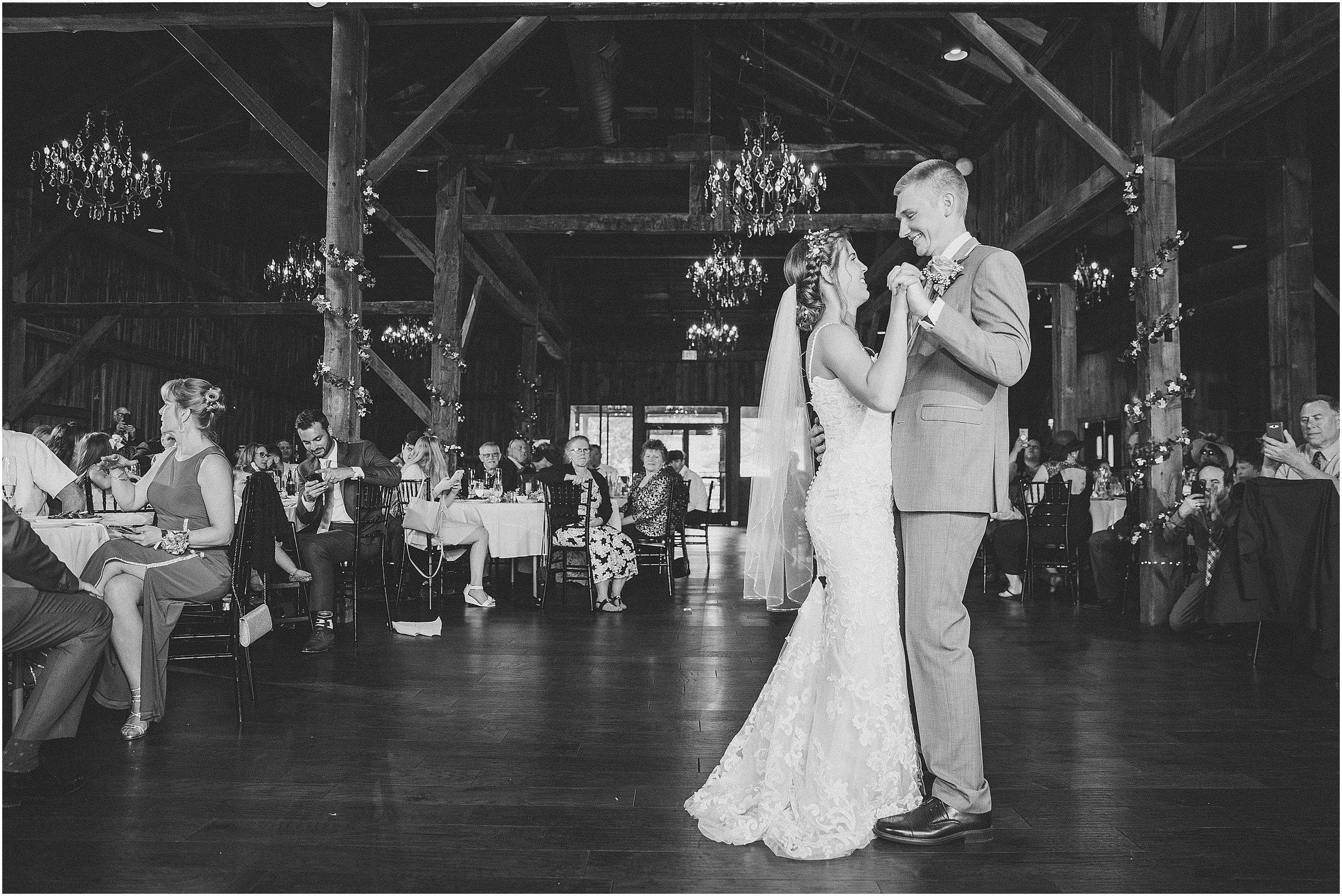 Frosty_Valley_Wedding_Photographer_0358.jpg