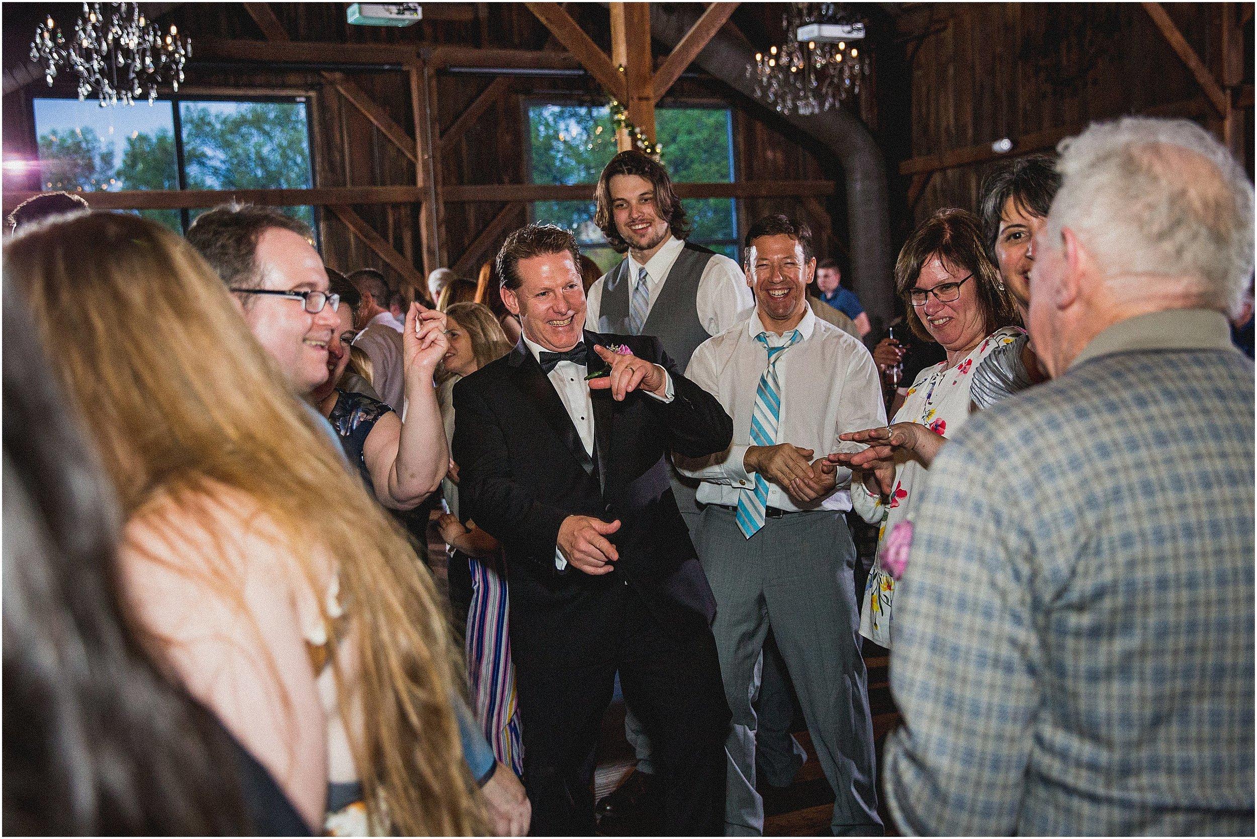 Frosty_Valley_Wedding_Photographer_0390.jpg