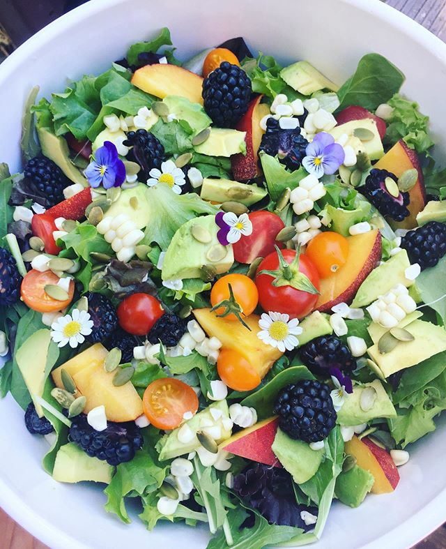 Summer harvest salad! Hands down the most popular on the menu 😍🙌🏽🔪
