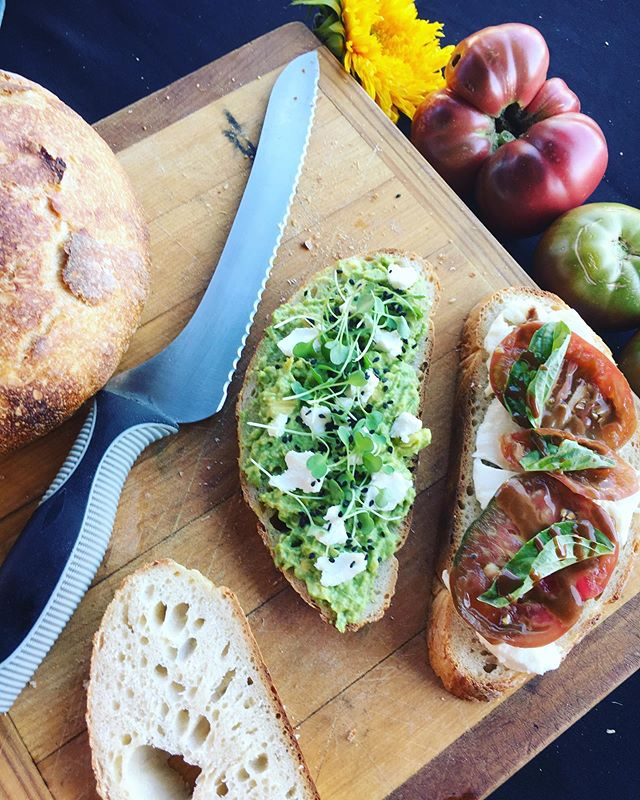 Come see us at the @peacefulvalleyfarmersmarket tonight from 4-8!  Avocado & goat cheese toast & heirloom caprese on @yankeehillflowerfarm bread 😍