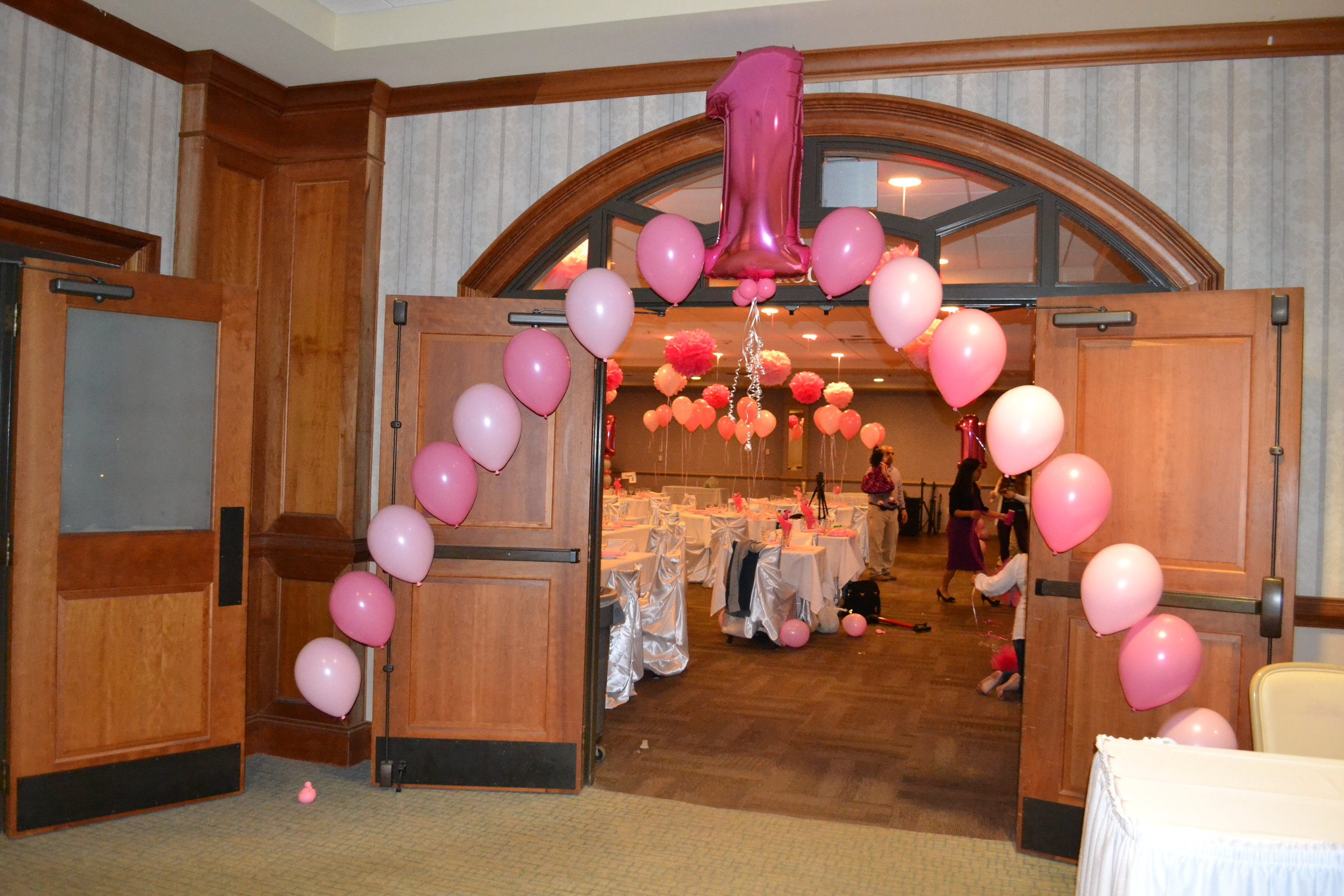 A mix latex balloons + mega number make a perfect 1st birthday entrance