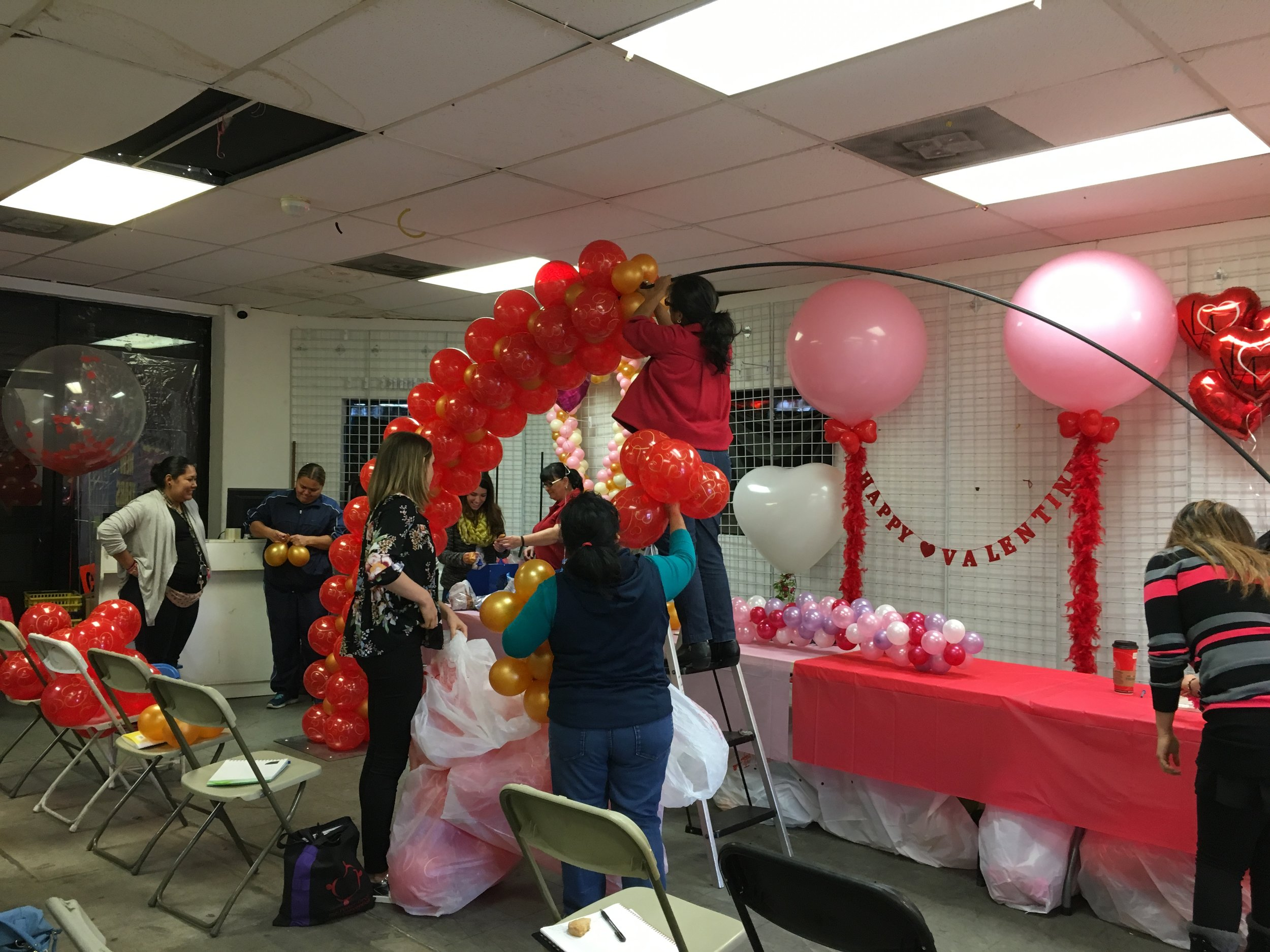 Teaching some students at Joker Party Supply in LA how to make this beautiful Balloon Arch