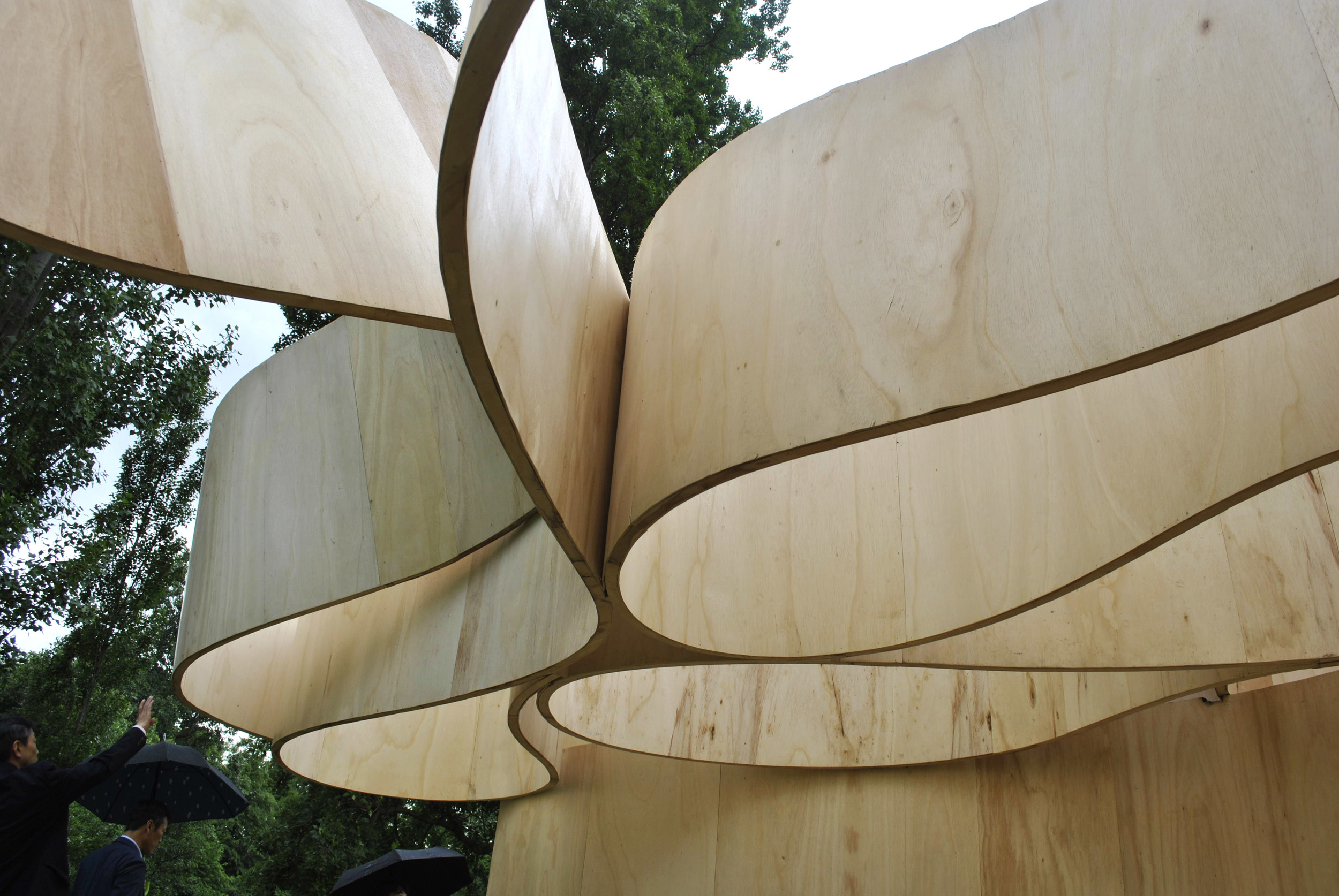 ©Detail Movement - Serpentine Gallery Summer House - the cantilevered roof loop