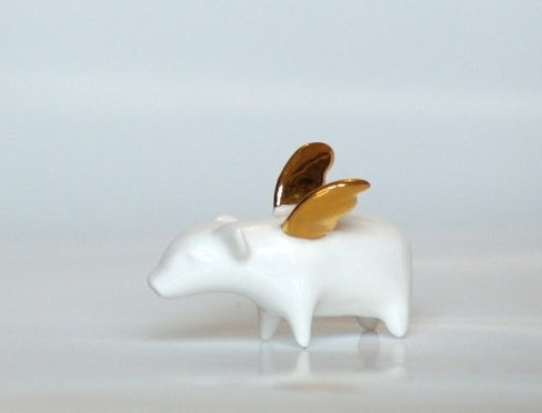 Ende ceramics - Piggy with gold wings, Ceramic miniature, Photography by magda oczadly