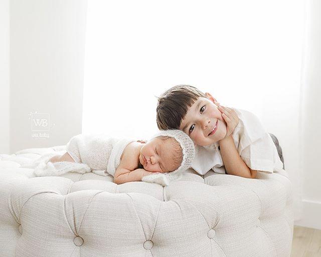 Proud big brother 🧒🏼💙👶🏼 #naturallight #newbornphotography #lakewoodnewbornphotography #weebabyphotography #bigbrother #clickinmoms #clickmagazine #letthembelittle